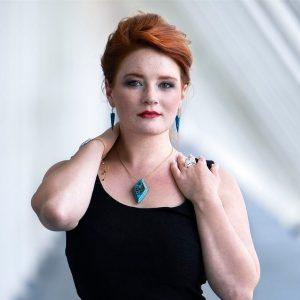 Boucles d'oreilles Ursula en imitation de la pierre de turquoise et acier inoxydable de bijouterie parfaitement hypoallergénique pour révéler votre potentiel et votre harmonie