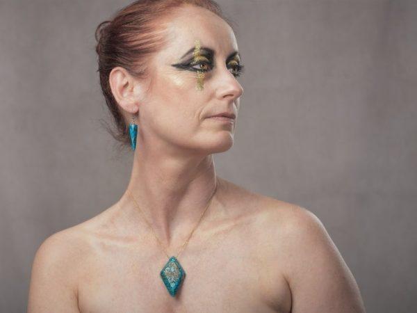 Révélez vos atouts et captez l'attention avec les boucles d'oreilles Ursula de la bijouterie Com'une Alchimie